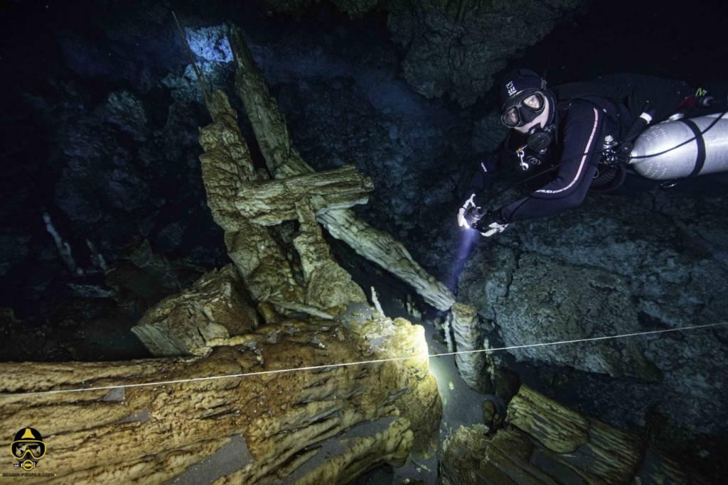 immersioni in grotta di Wakatobi