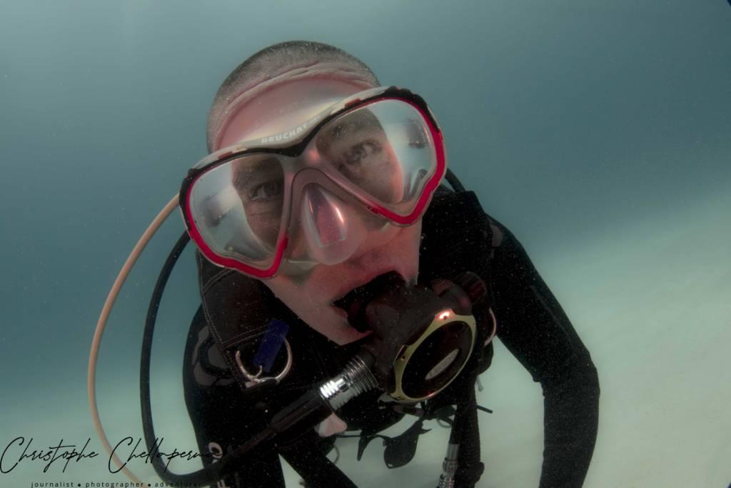 un plongeur a l ile maurice